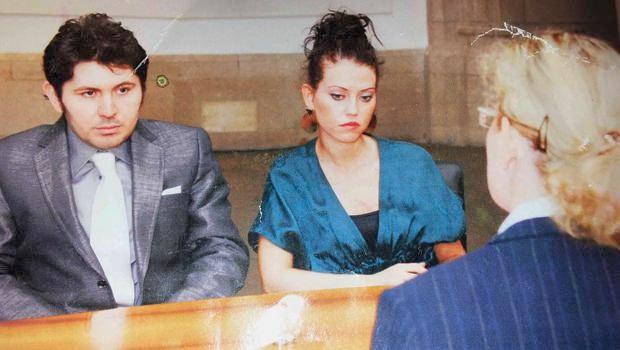 Ali Kırca'nın oğlu Ozan Kırca ise medya gündemine eşiyle ilgili bir başka skandalla geldi. İddiaya göre Ozan Kırca askerlikten kurtulmak için Almanya'da sahte bir evlilik yapmıştı. 2008 yılında evlendiği kişinin ismi Serap Yasemin Heitzer'dı. Anlaşmalı evlilikle ilgili gerçekler 3 yıl sonra açılan boşanma davasıyla ortaya serilmişti. Ali Kırca'nın gelini kayınpederini suçlamış ve şunları söylemişti: -'Ozan'la Ali Kırca aracılığıyla tanıştık. Onun teşvikiyle evlenme isteğini kabul ettim. Ozan'ın benimle evlenmesinin tek amacı askerlikten kaçmak ve Almanya'da oturma izni almaktı. Ozan, bana eşi gibi davranmadı. Aramızda yakınlaşma olmadı. Bana verdikleri balayı ve düğün sözünü tutmadılar.
