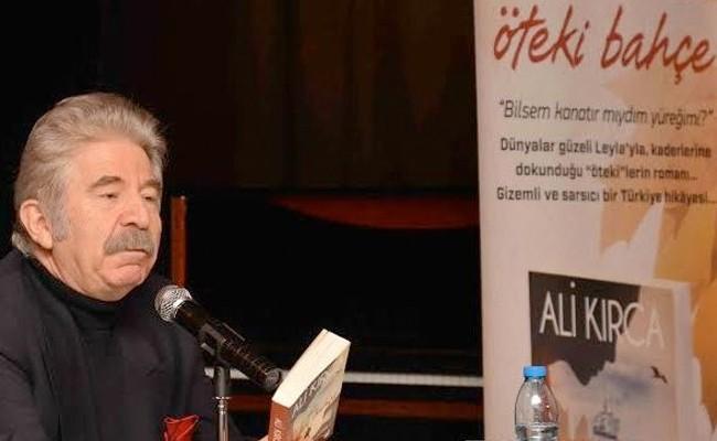 Ali Kırca son yazdığı kitabı 'Öteki Bahçe'nin tanıtımında medyanın önüne çıkmıştı. Kitabı da kendisi gibi çok ilgi görmemiş ve 'az satılanlar' arasında Ali Kırca gibi sönüp gitmişti. Bu kitap olayından sonra da Ali Kırca iyice köşesine çekildi. Artık AVM'lerde bile görünmez oldu.