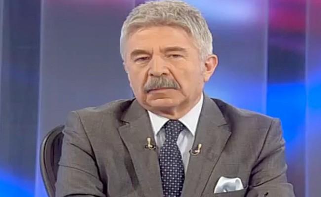 Galatasaray'daki işi ne oldu diye merak edenler için o konuda da bilgi verelim. Ali Kırca, aylık 40 bin dolar maaşla Galatasaray Medya İletişim Koordinatörlüğü yapıyordu. 2014 yılı Mart ayında başladığı kıyak maaşlı o işinden dalga konusu olan 4. yıldız kampanyası sonrasında 2014 Eylül'ünde kovuldu.